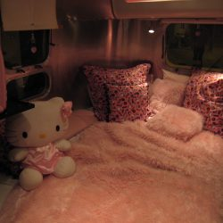 Hello Kitty Airline Streamer bed